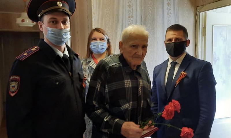 В Тверской области полицейские поздравили ветеранов