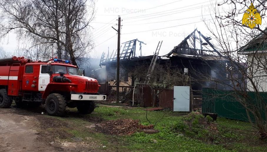 На улице 40 лет Октября в Кимрах сгорел частный дом, есть пострадавшие