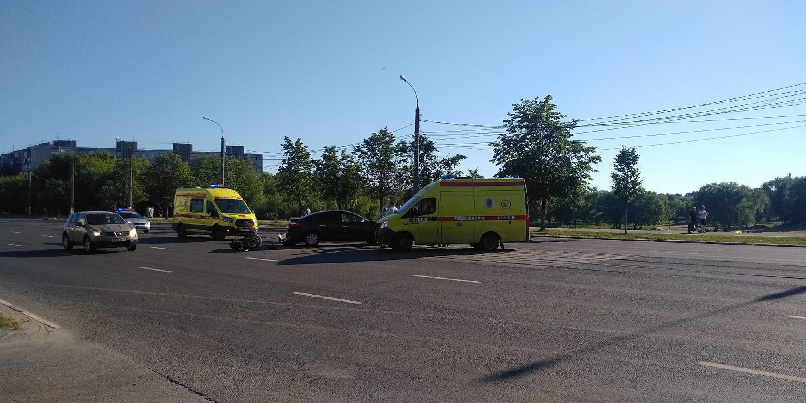 Мотоциклист без прав столкнулся с автомобилем в Твери