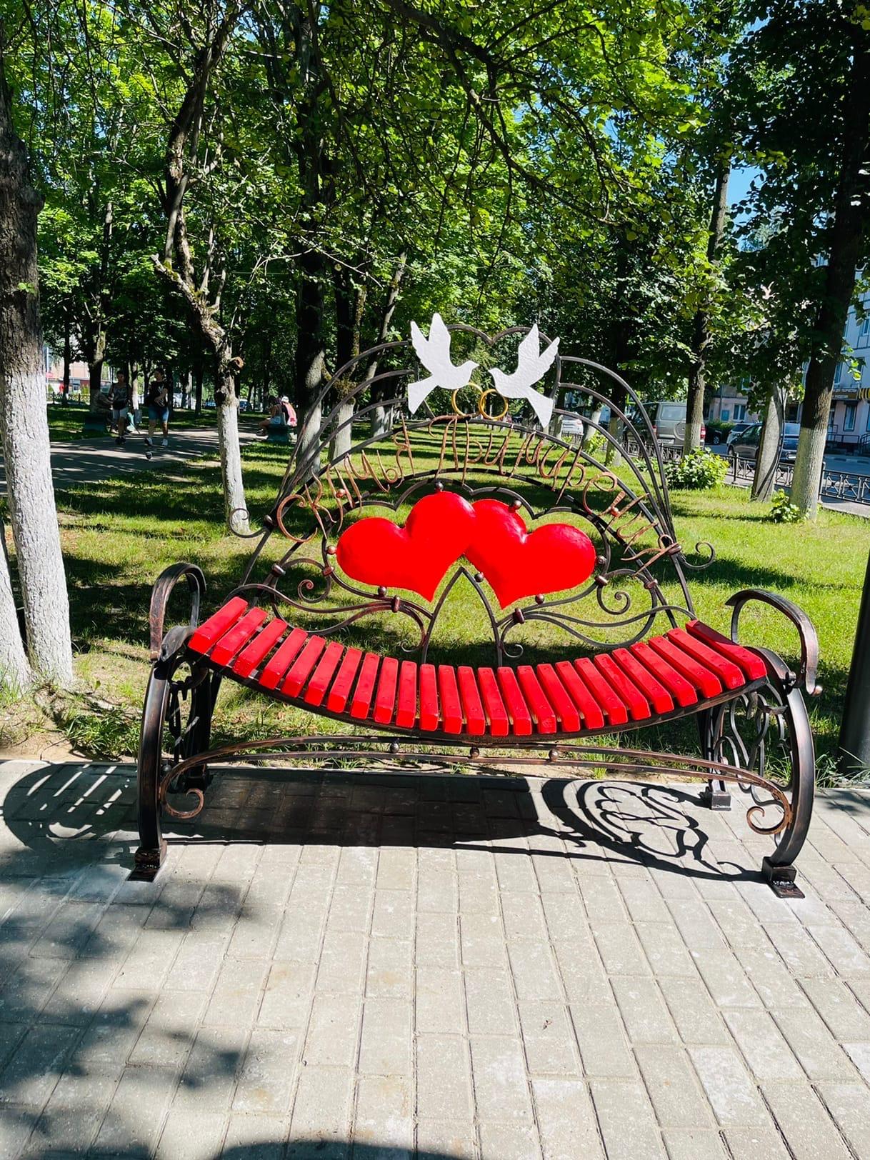 """В городе Конаково Тверской области появилась скамья """"примирения"""""""