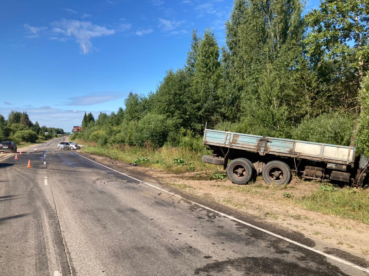 В Тверской области молодой водитель получил травмы в ДТП с Камазом